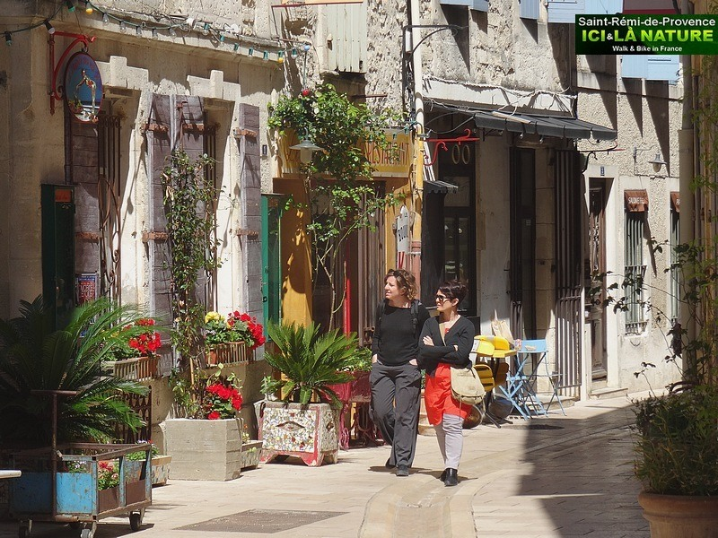 09-street-of-provence