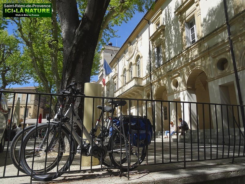 11-biking-provence