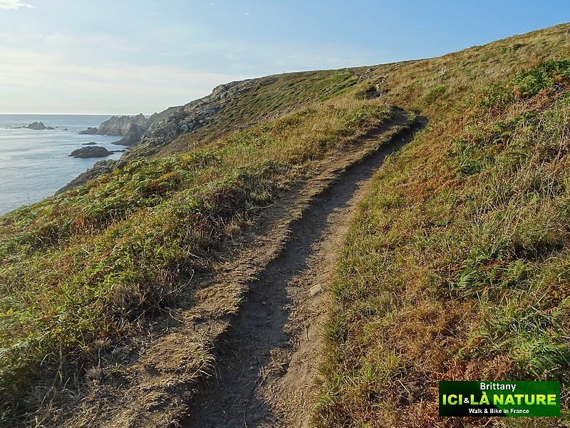 12-hiking-trail-coastal-path-brittany-coast