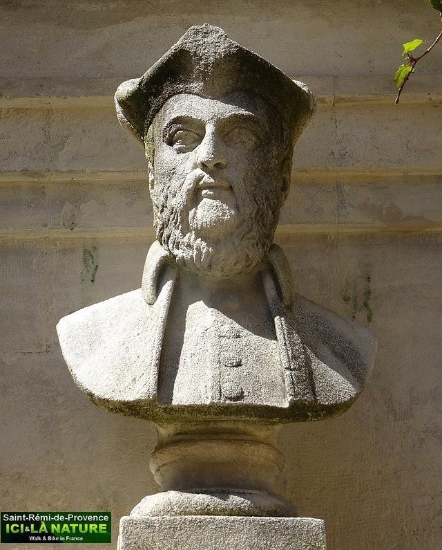 21-nostradamus-statue-saint-remy-provence