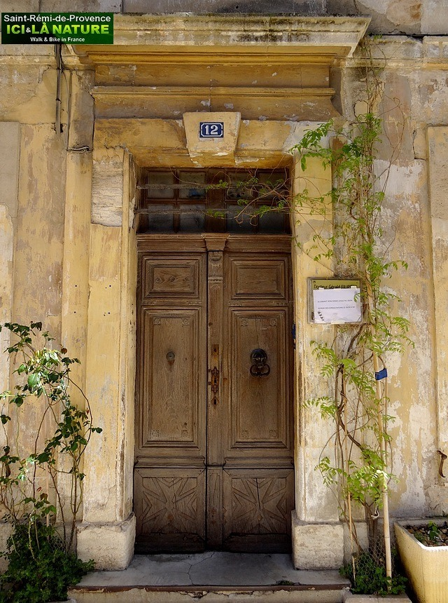 34-old-door-street-provence-village