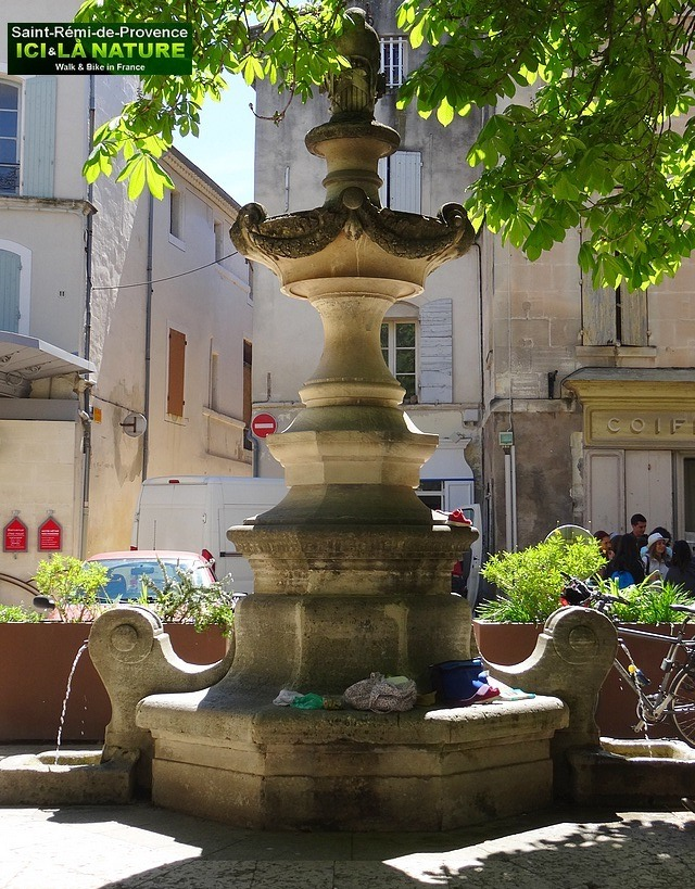 47-fountain-saint-remy-provence