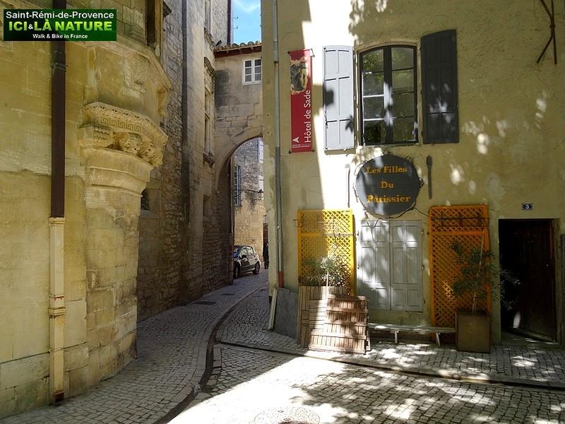48-village-provence-old-street
