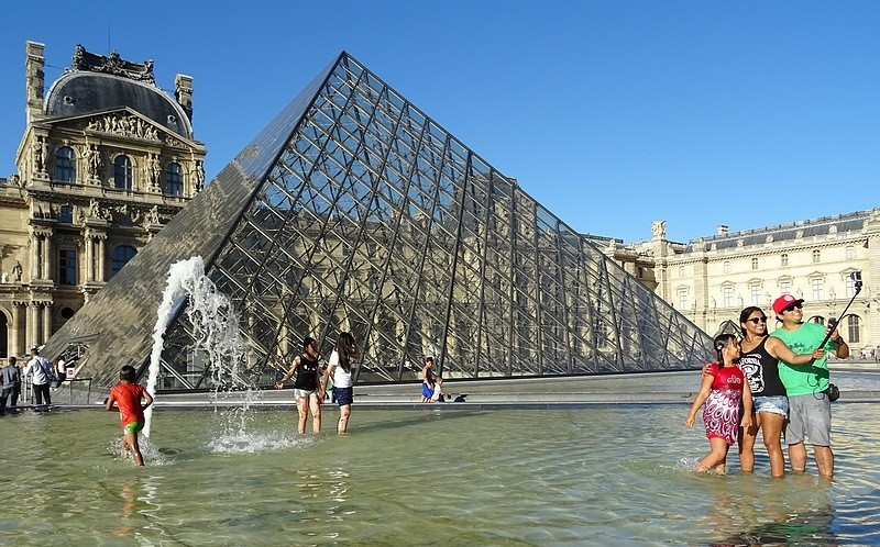 Walking in Paris – The Louvre Museum  – 30 photos